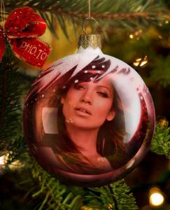 Coloca tu foto en una esfera de árbol navideño